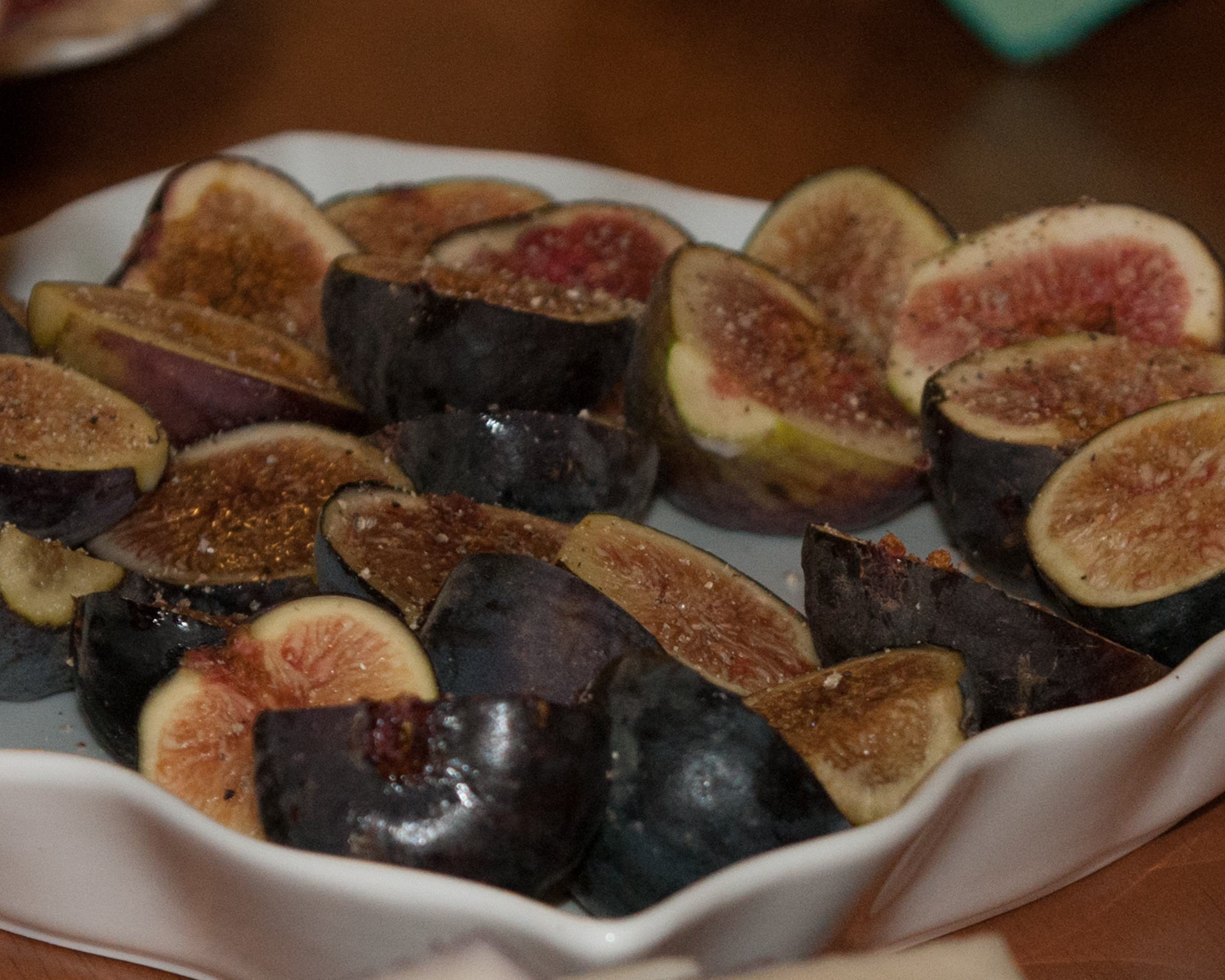 Fresh figs served with goat's cheese