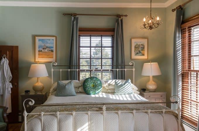 Dennis Room bed