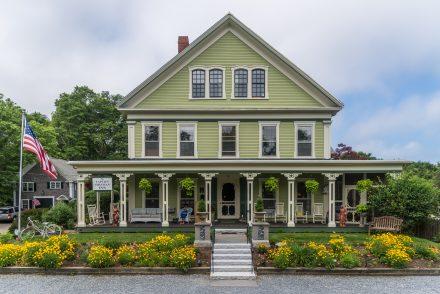 Front of the Captain Freeman Inn